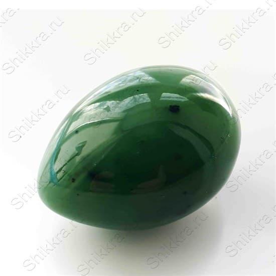 Нефритовое яйцо 4,5 х 3,4 см с отверстием. Россия, Саяны - фото 97063