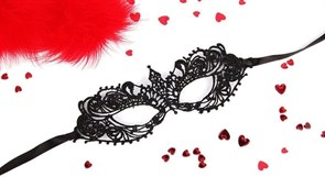 Черная ажурная текстильная маска Кэролин