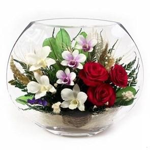 Композиция из красных роз и орхидей в вакууме арт. EMM-04