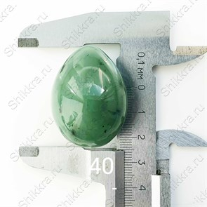 Нефритовое яйцо - 4 см. с отверстием. Россия - Саяны
