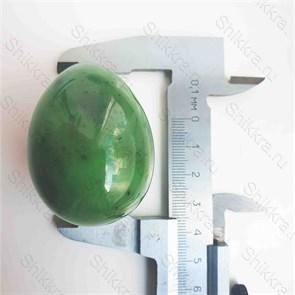 Нефритовое яйцо - 5 см. с отверстием. Россия - Саяны