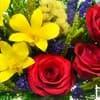 """Цветы в стекле """"Золото"""" композиция из натуральных роз фото крупным планом"""